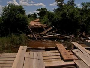 Pontes na Rodovia Transpantaneira no Pantanal de MT estão danificadas com a chegada das chuvas (Foto: Reprodução/TVCA)