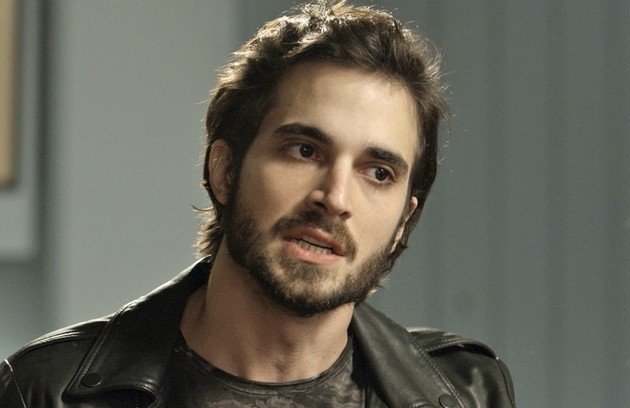 Ruy (Fiuk) até tentará salvar seu casamento com Ritinha (Isis Valverde), mas acabará ficando sozinho no fim da trama (Foto: TV Globo)