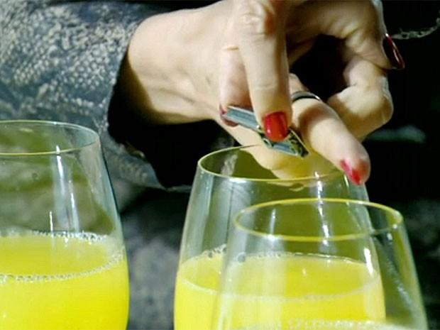 Cassia comprou o anel de Melissa em Amsterdã (Foto: Amor Eterno Amor/TV Globo)
