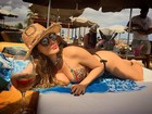 Lívia Andrade posa de biquíni em Ibiza: 'Ê, quinta-feira!'