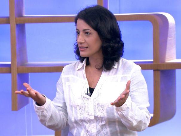 A advogada do Idec, Cláudia Almeida, responde à sperguntas dos telespectadores (Foto: Globo)