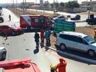 Batida entre 3 carros deixa 2 feridos na marginal da Estrutural, no DF