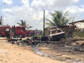 Aeronave explodiu ao cair sobre um carro (Foto: Carolina Sanches/G1)