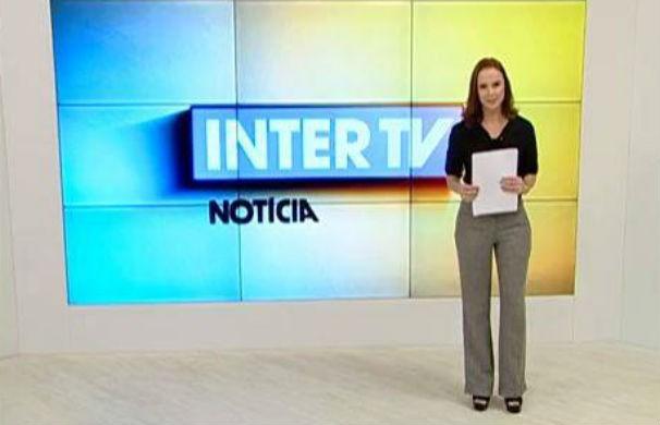 Ana Cláudia Mendes assume o Inter TV Notícia pela primeira vez (Foto: reprodução/Inter TV Grande Minas)