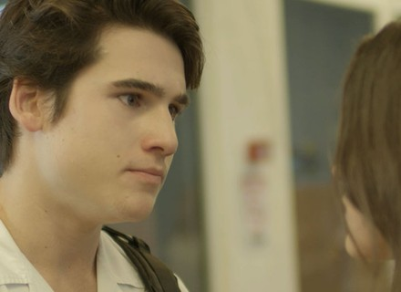 Rodrigo reclama de Luciana, e ela escuta tudo