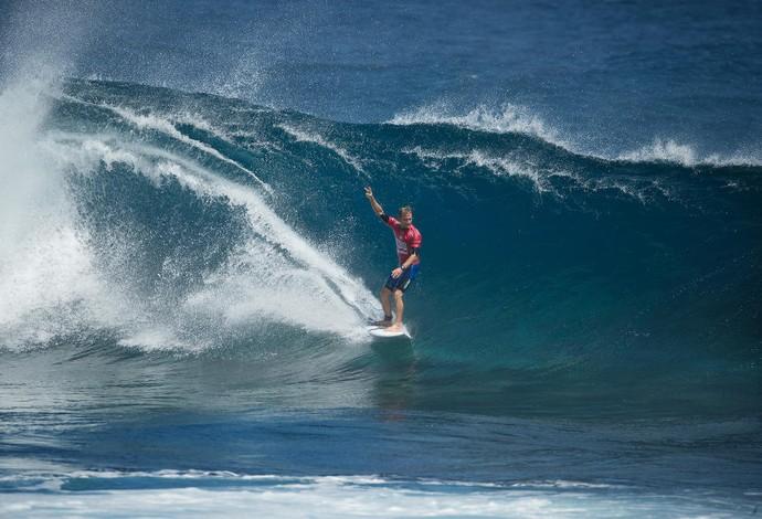 Após desaparecer em tubo, Josh Kerr sai com estilo e escapa do perigo (Foto: Divulgação/WSL)