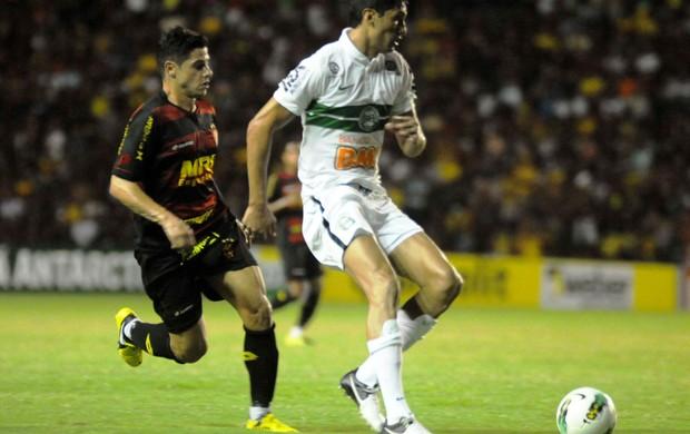 Cicinho, Sport x Coritiba (Foto: Aldo Carneiro/Pernambuco Press)