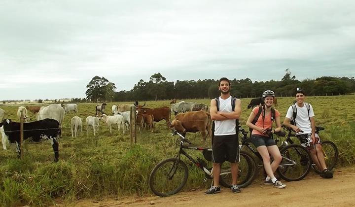 Amigos passaram por diversos bairros rurais até chegar ao destino (Foto: Renata Bassani/Arquivo pessoal)
