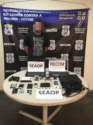 Homem foi preso e teve equipamentos eletrônicos apreendidos (Foto: Divulgação)
