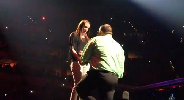 Pedido de casamento no meio do show de Justin Timberlake (Foto: Reprodução / Youtube)