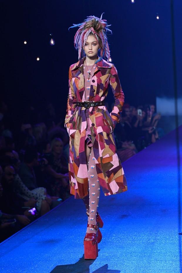 Gigi Hadid desfila na semana de moda de Nova York, nos Estados Unidos (Foto: Slaven Vlasic/ Getty Images/ AFP)