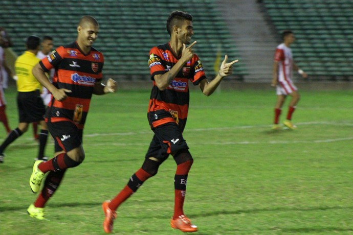 Augusto, Flamengo-PI (Foto: Abdias Bideh/GloboEsporte.com)