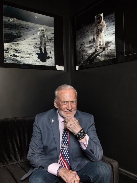 Buzz Aldrin ganhou uma festa intitulada Cocktails in Space em sua homenagem na Casa Omega (Foto: Divulgação)