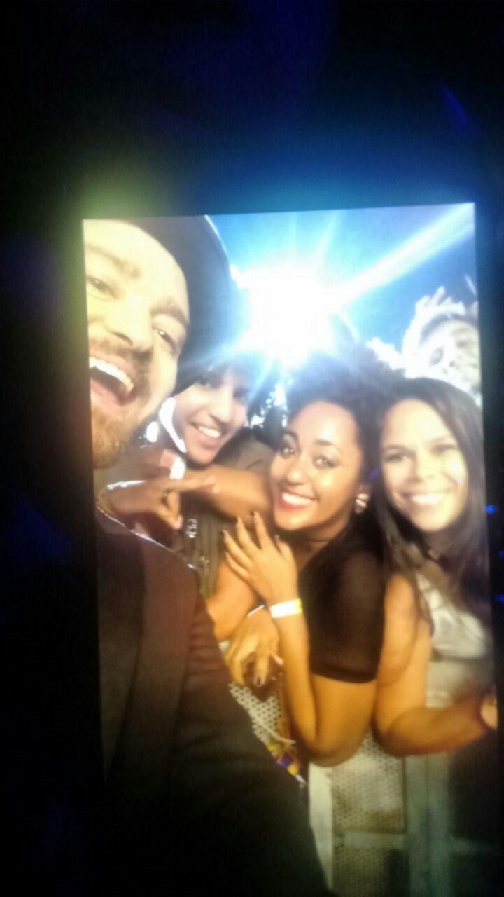 Dorian ganhou de presente de aniversrio uma foto com o dolo, Justin Timberlake (Foto: Multishow)