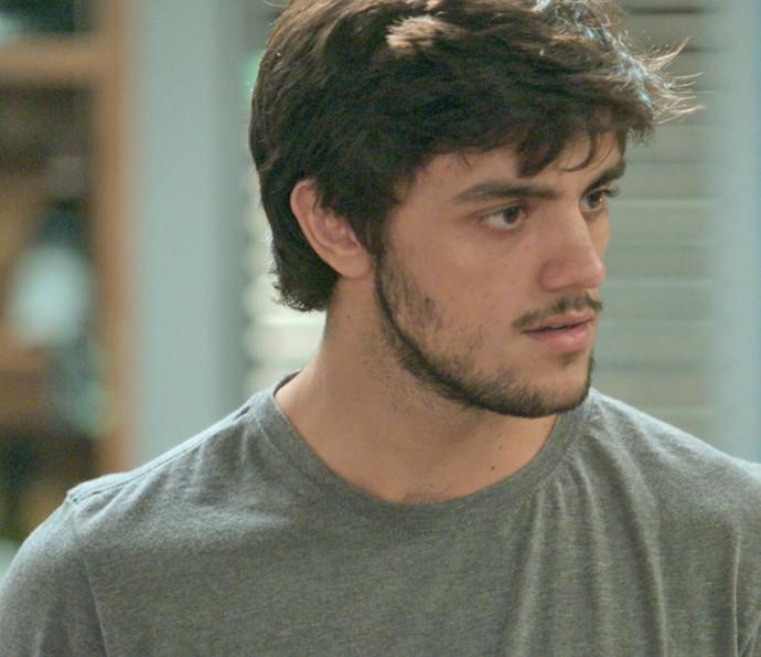 Jonatas fica surpreso ao saber que Arthur e Eliza se beijaram (Foto: TV Globo)