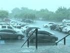 Chuva de 20 minutos deixa casas e ruas alagadas em Itapetininga