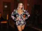 Geisy Arruda investe em decote ousado para ir a evento em São Paulo