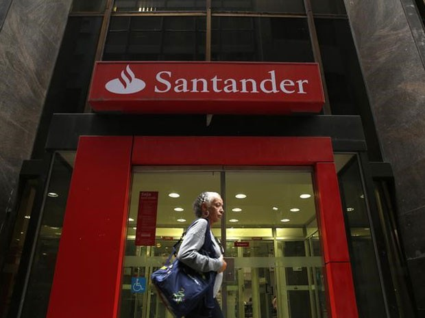 Fachada de agência do banco Santander Brasil (Foto: REUTERS/Pilar Olivares)