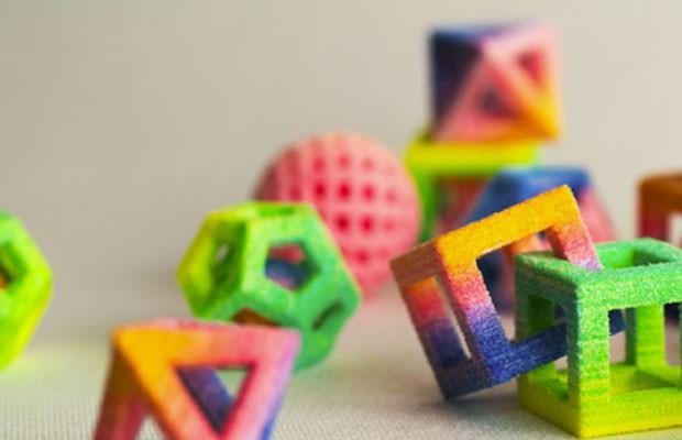 Objetos multicoloridos de açúcar impressos pela Chefjet, impressora de 3D para doces, lançada pela 3D Systems. (Foto: Divulgação/3D Systems)