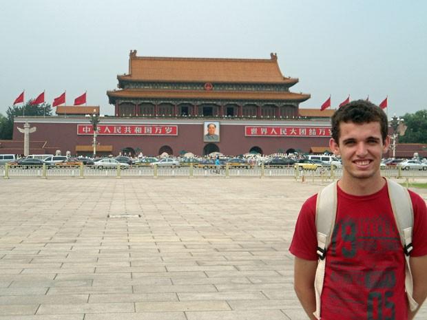 O estudante André de Moura na viagem para a China: estreia do passaporte (Foto: Arquivo pessoal)