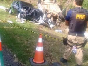 Veículos envolvidos na colisão em Morro Redondo (Foto: PRF/Divulgação)