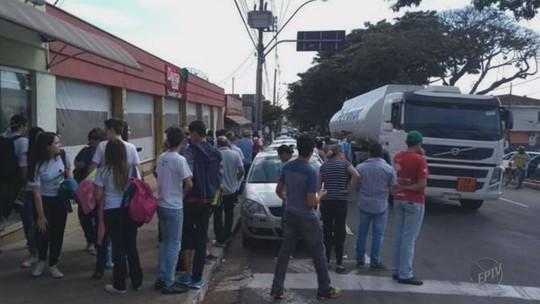 Ciclista morre atropelado por caminhão-tanque em Guaxupé, MG