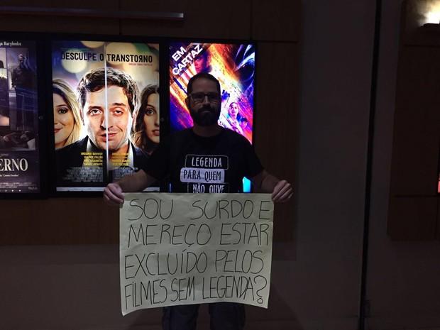 Resultado de imagem para Lei obriga cinemas a exibir filmes com legendas e beneficia surdos