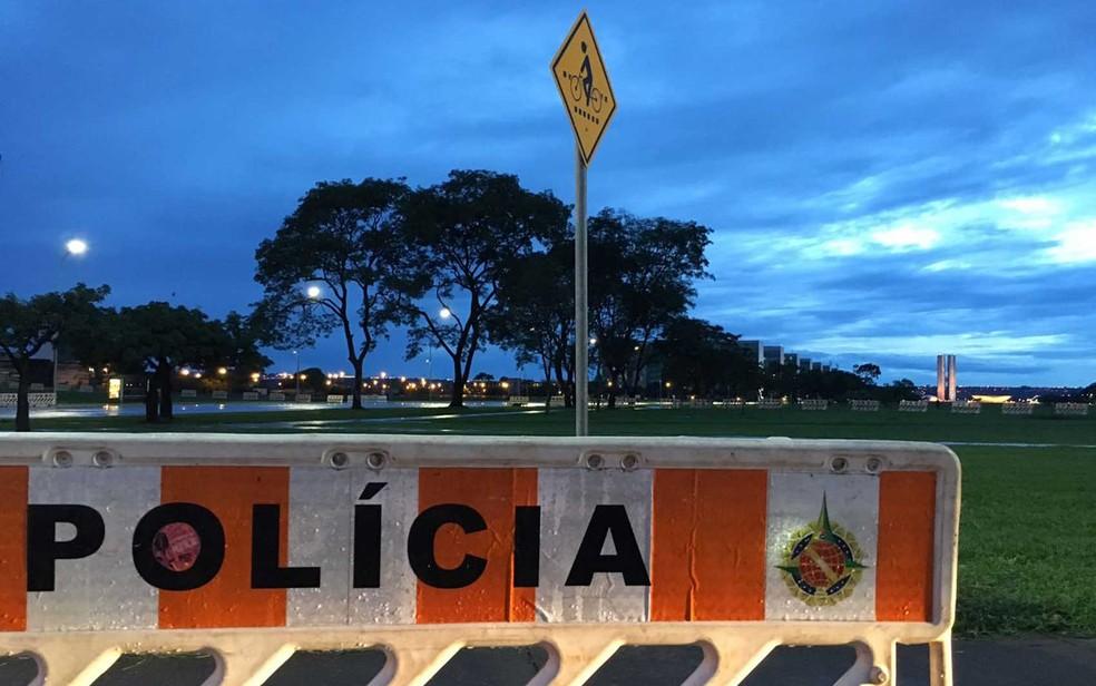 Interdição na Esplanada dos Ministérios, na área central de Brasília, nesta terça-feira (13) (Foto: Gabriel Luiz/G1)