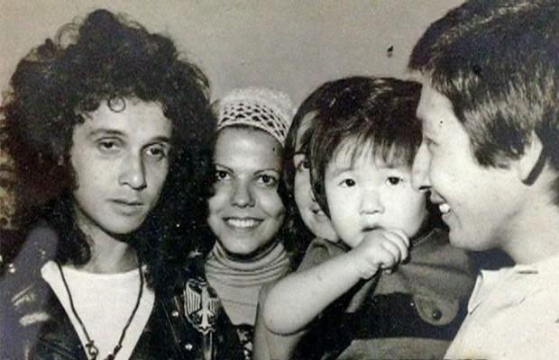 Família de Barreto, em São Paulo, posa com Roberto Carlos (Foto: Mais Você / TV Globo)