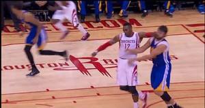 Howard cotovelada NBA (Foto: Reprodução/ vídeo)