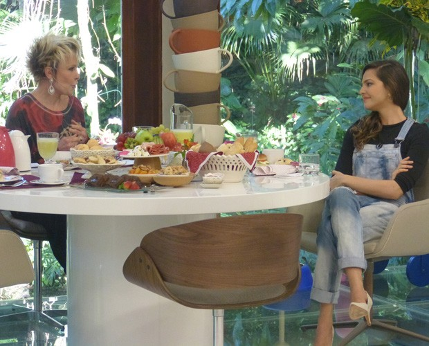 Tainá Mulller toma café da manhã com Ana Maria Braga (Foto: Mais Você/ TV Globo)