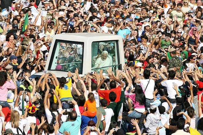 Papa Bento XVI em Aparecida do Norte (2007) (Foto: Jorge Araújo)