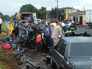 Carro capotado interditou a pista por quase duas horas  (Foto: Paulo Silva/RS Polícia)
