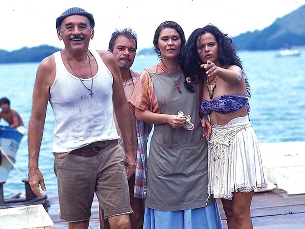 Floriano (Sebastião Vasconcelos),  Marujo (Ricardo Blat), Maria (Lu Mendonça) e Vilma (Denise Milfont)