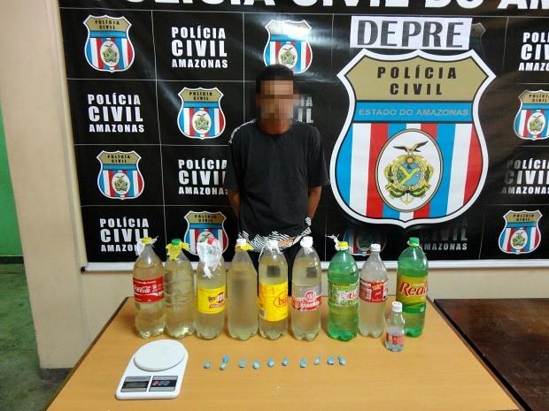Policiais civis também encontraram 10 trouxinhas de pasta base de cocaína e uma balança de precisão (Foto: Divulgação/Assessoria Polícia Civil)