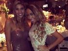 Irmã de Neymar faz pose em festa de casamento do jogador Ganso