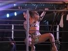 Claudia Leitte mostra flexibilidade durante coreografia em show