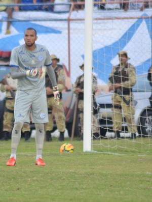 Everson, goleiro do Confiança (Foto: Felipe Martins/GloboEsporte.com)