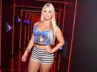 Ex-BBB Julia curte carnaval em Salvador com look minúsculo