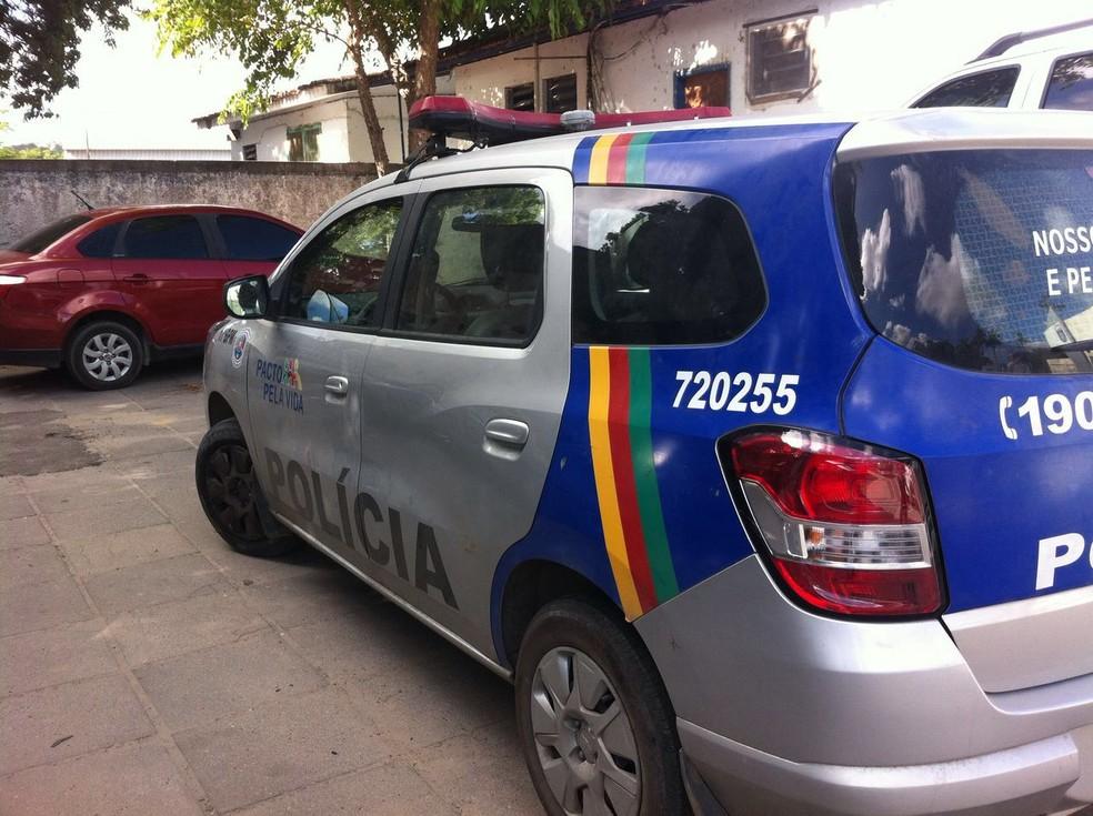 Resultado de imagem para Policiais são rendidos e têm armas roubadas por falsos policiais no Grande Recife