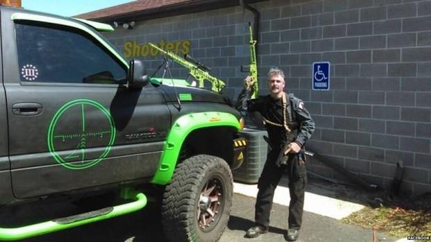 John Cramsey é dono de uma empresa de treinamento para uso de armas na Pensilvânia  (Foto: Reprodução Facebook)