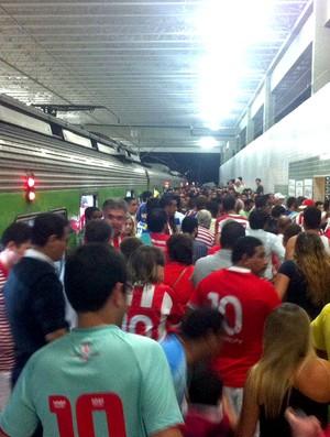 metrô saída Arena Pernambuco inauguração (Foto: Alexandre Morais / G1)