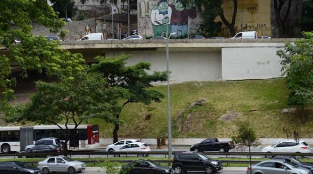Avenida 23 de maio, em São Paulo, vai substituir grafites por muro verde (Foto: Reprodução/Agência Brasil)