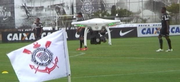 Drone no treino do Corinthians (Foto: Sergio Gandolphi / globoesporte.com)