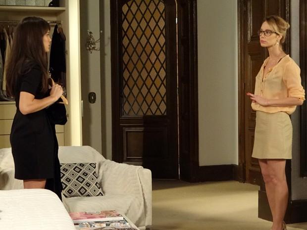 Juliana não dá moleza e exige satisfações de Carolina  (Foto: Guerra dos Sexos/TV Globo)