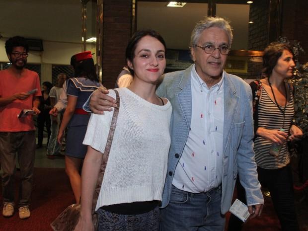 Caetano Veloso com a namorada em show na Zona Sul do Rio (Foto: Foto Rio News)