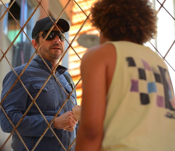 Romero descobre que Tóia vai viajar com Juliano (Foto: Pedro Carrilho/ Gshow)