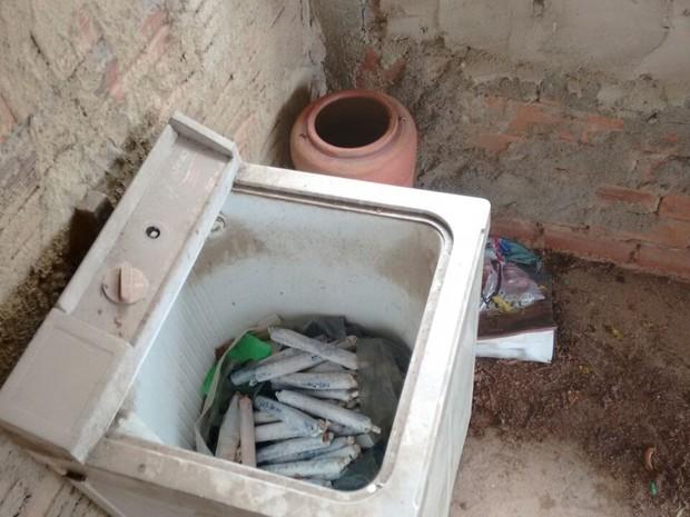 Dinamite foi encontrada em um casa no bairro Santa Helena  (Foto: Divulgação / PM)