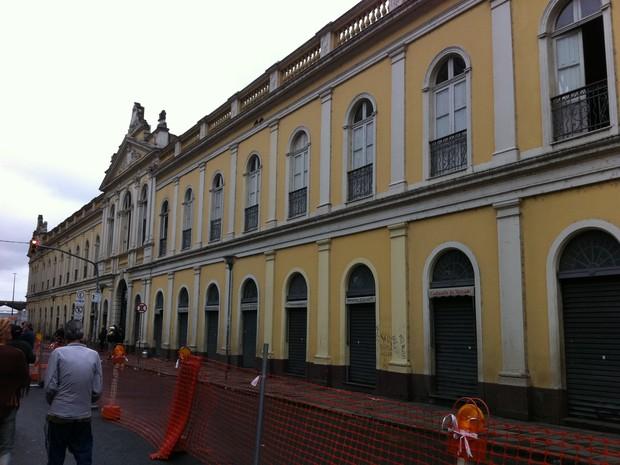 Bancas do andar inferior do Mercado não foram atingidas pelo fogo (Foto: Gabriela Haas/G1)