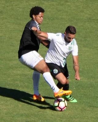 Vitão vai usar a camisa 16 do Nacional de Madeira (Foto: Divulgação/Assessoria Angra EC)